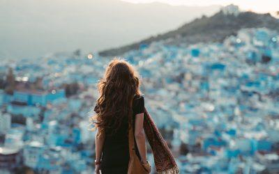 Solo female traveler: 5 effective ways to meet people